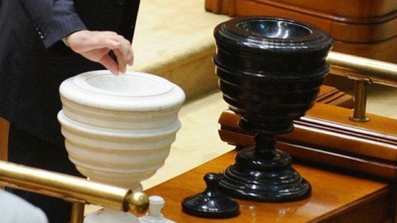 plafonarea pensiilor Liviu Dragnea şi Florin Iordache sunt oficial revocaţi de la şefia Camerei Deputaţilor şi că stenograma şedinţei din 5 decembrie a plenului stă mărturie