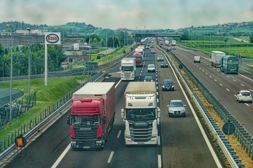 COTAR se folosește de cazul din Caracal și atacă Guvernul, spunând că Executivul ar trebui să reevalueze situaţia legislaţiei transportului de persoane. Cotar atacă guvernul Uniunea Naţională a Transportatorilor Rutieri din România (UNTRR) solicită suportul eurodeputaţilor români pentru desecretizarea scrisorii primite de la Comisia Europeană (CE) Guvernul PSD-ALDE ratează dezvoltarea României restituirea taxei auto bonus autostrada ploiești-Brașov Autostrada Sudului Autostrăzile construite în parteneriat public privat secțiunea 1 autostrada Sibiu-Piteşti Adoptă o autostradă trei autostrăzi test imposibil de trecut Banii privind taxa auto vor fi rambursaţi cel târziu până în luna iunie a acestui an, potrivit ministrului Finanţelor Publice, Eugen Teodorovici. lacomia lui dragnea desecretizarea scrisorii fără investiții fonduri europene actualul model de taxare, kilometri de autostradă autostrada estului