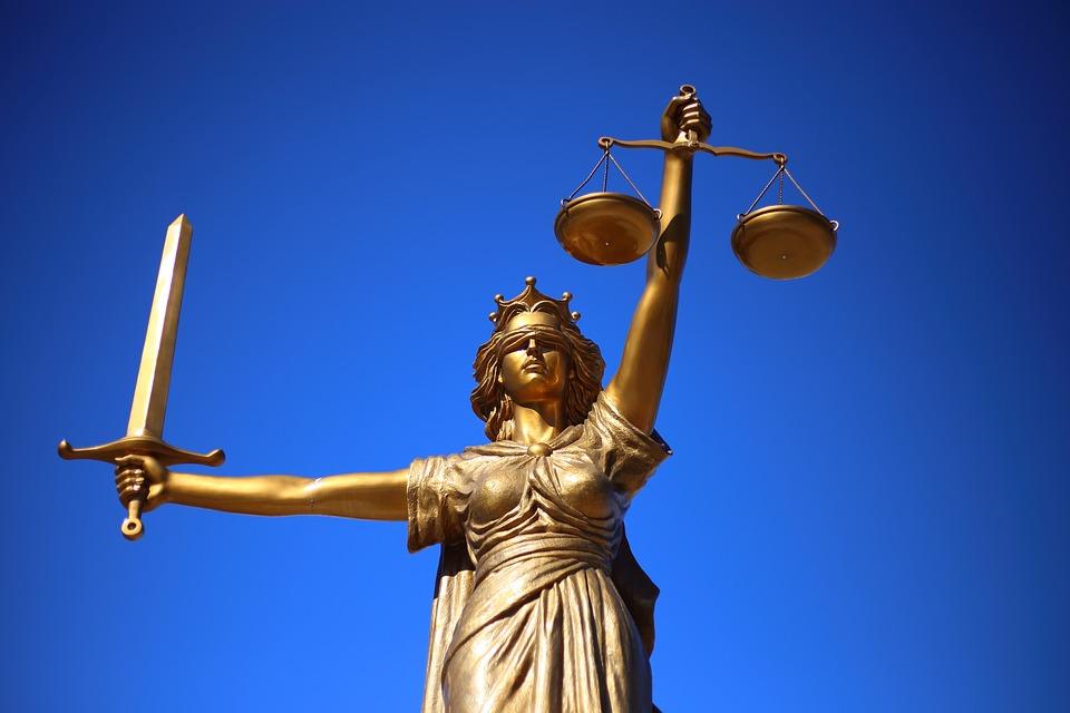 BCR Banca pentru Locuințe (BCR BpL) a primit o decizie nefavorabilă la Înalta Curte de Justiție în disputa cu Curtea de Conturi Noul secretar de stat în Ministerul Justiției, judecătorul Ion Popa, numit de premierul Viorica Dăncilă, era de părere că femeia magistrat este o vulnerabilitate pentru justiție Magistrații se dezic de modificările Codurilor penale, după ce două asociaţii profesionale ale acestora atrag atenţia că proiectul votat azi Fără penali în funcții publice Avocatul Poporului a solicitat Înaltei Curţi de Casaţie şi Justiţie şi Consiliului Superior al Magistraturii să comunice modalitatea de alcătuire a completurilor de trei judecători sancțiune procuror dosarele marilor condamnați completurile de cinci judecători modificarea legilor justiţiei Legea de modificare a Codului Penal. modificările pe legile justiției Noile coduri vor conține contradicții Codul de procedură penală legile justiției prestigiul justiției procuror șef adjunct al DIICOT