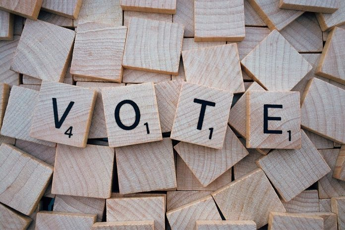 Biroul Electoral Central (BEC) a stabilit ordinea candidaţilor pe buletinele de vot pentru alegerile prezidenţiale. USR Diaspora Alegătorii români din străinătate secțiile de votare din diasporă fraudare a alegerilor În diaspora, la ora 21,00, când se închid secţiile, alegătorii care se află la sediul secţiei de votare, precum şi cei care stau la rând pot să îşi exercite în continuare dreptul de vot La alegerile europarlamentare din 26 mai şi la referendum au existat doar erori de completare a proceselor verbale, nefiind vorba de modificarea datelor sectții de votare Preşedinţii birourilor electorale Adoptarea Ordonanţei de Urgenţă ce modifică şi completează acte normative în materie electorală cu o lună înaintea referendumului din 26 mai referendum pentru Justiție Klaus Iohannis va convoca un referendum pe data de 26 mai alegerea primarilor în două tururi Trei comune din judeţul Satu Mare solicită înfiinţarea de noi secţii de votare ca urmare a creşterii numărului de locuitori, Legea referendumului Extinderea votului prin corespondenţă