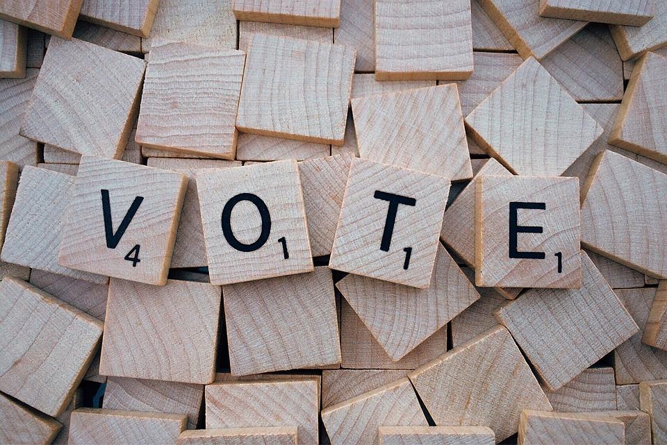Preşedinţii birourilor electorale Adoptarea Ordonanţei de Urgenţă ce modifică şi completează acte normative în materie electorală cu o lună înaintea referendumului din 26 mai referendum pentru Justiție Klaus Iohannis va convoca un referendum pe data de 26 mai alegerea primarilor în două tururi Trei comune din judeţul Satu Mare solicită înfiinţarea de noi secţii de votare ca urmare a creşterii numărului de locuitori, Legea referendumului Extinderea votului prin corespondenţă