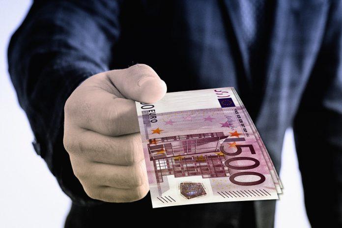 România, scoasă la tarabă: Statul nu ajută companiile pentru ca acestea să fie vândute ieftin străinilor granturile nerambursabile 30 de miliarde de euro Refinanțarea creditelor de la o altă bancă legea pentru combaterea spălării banilor