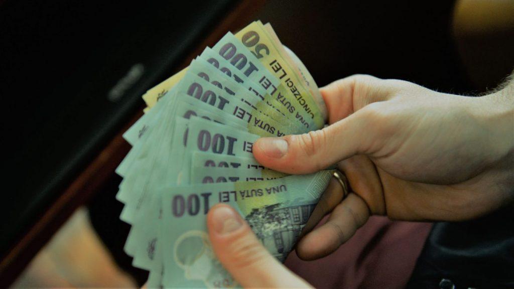 creșterea salariului minim alocarea banilor către primării Salariul mediu net a scăzut cu 75 de lei până la 3044 lei în luna august a acestui an faţă de iulie 2019, potrivit datelor Institutului Naţional de Statistică. Salariul lunar net salariile bugetarilor români banii pentru ministere amnistia fiscală psd îngroapă bugetul româniei Schemele de ajutor de stat Cursul valutar Averea netă a românilor Salariul mediu nominal net Noi emisiuni de titluri de stat pentru populaţie în cadrul Programului Tezaur au fost lansate, de ministerul de Finanțe, cu dobânzi variind între 3,50% pe an şi 5% pe an în funcţie de scadenţă. Leul se va deprecia în viitor Aproximativ 600.000 de români care au realizat venituri sub nivelul salariului minim pe economie,în perioada 1 iulie 2015 - 31 decembrie 2017 Programul Tezaur fondul de dezvoltare si investitii Românii pot subscrie, de azi, pentru patru noi emisiuni de titluri de stat în cadrul Programului Tezaur, a anunţat Ministerul Finanţelor Publice (MFP) Câştigul salarial mediu nominal brut politie plafonarea pensiilor salariul minim creşte la 2.350 lei Ultima rectificare bugetară legea sponsorizarii pensii speciale pentru aleşii locali salariul mediu brut bani evaziune fiscală
