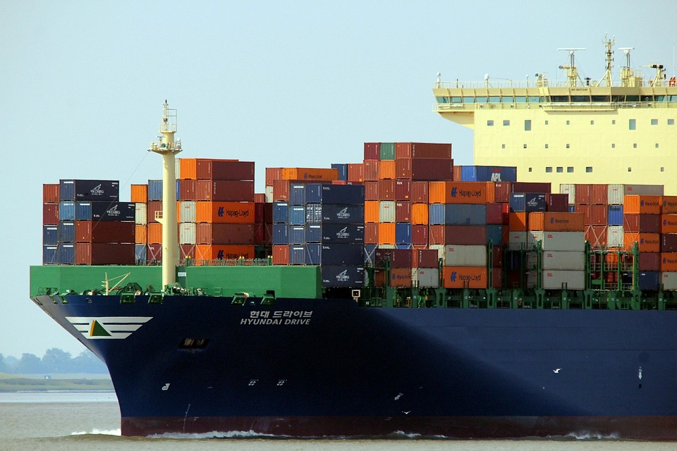 Cea mai mare parte a exporturilor româneşti se îndreaptă către ţările din Vestul Europei, Franța, Germania, Italia și Regatul Unit absorbind 57% Cea mai mare parte a exporturilor româneşti se îndreaptă către ţările din Vestul Europei, Franța, Germania, Italia și Regatul Unit absorbind 57% Transporturile internaţionale de mărfuri în containere generează un context propice pentru dezvoltarea unui fenomen complex de policriminalitate