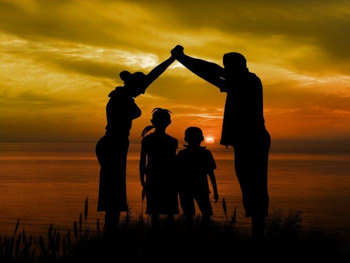 abuzul sexual al copiilor Românii vor putea să adopte copii mai ușor
