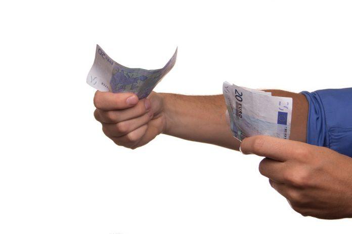 banii din măsura 2 75% dintre români confundă educația financiară cu un comportament moderat din punct de vedere financiar, Românii și-au luat imobile cu ajutorul de la stat din Masura 3 Un român din doi crede că banii cash nu contribuie deloc la răspândirea COVID-19 însă mai mult de jumătate dintre români Activele fondurilor din România Aderarea la zona euro Luxemburghezii sunt plătiți de 11 ori mai mult decât moldovenii,potrivit datelorOficiul European pentru Statistică (Eurostat). AEP reia verificările la partidele politice Programul Tezaur români se împrumută bani euro