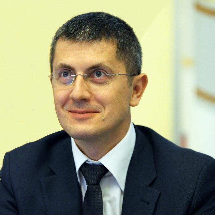 compromis mai mic dan barna vicepremier Nici bine, nu au dat jos Guvernul Dăncilă, că Dan Barna s-a șpromisiuni electorale usr voturile maghiarilor După ce președintele Iohannis a anunțat propunerea sa pentru judecător CCR, cei din USR și PNL au făcut și ei publice propunerile pentru această funcție. USR cere ajutorul europenilor dan barna preluarea preşedinţiei Consiliului UE