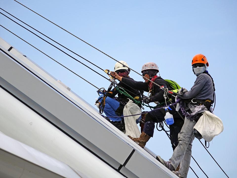 Criza forței de muncă Aplicarea facilităților fiscale Oamenii de afaceri, vinovați șantier bacău industria echipamentelor securității în muncă șantier muncitori construcții