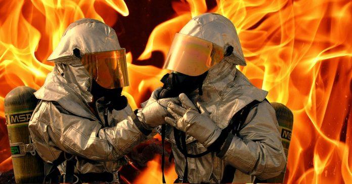 pompieri se află la datorie