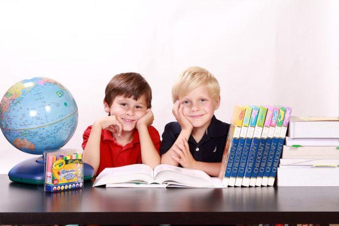 înscrierea în clasa I începerea anului școlar Sistemul educațional alocatii de stat masa caldă în şcoli abrambureli pe bandă rulantă Modificările legii educației propunerile udmr legea edicatiei elevi scoli