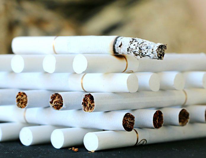 reţelele de crimă organizată contrabanda cu țigarete legea anti-tutun Peste 4 milioane de români sunt afectați de legea anti-fumat, sunt de părere reprezentanții Coaliției pentru Libertatea Comețului și a Comunicării (CLCC). Industriașii tutunului sar la gâtul USR Piața neagră a țigaretelor a scăzut în martie 2019 Restricții în domeniul tutunului Piața neagră a țigaretelor Piața neagră a țigaretelor Poliţiştii de frontieră au confiscat
