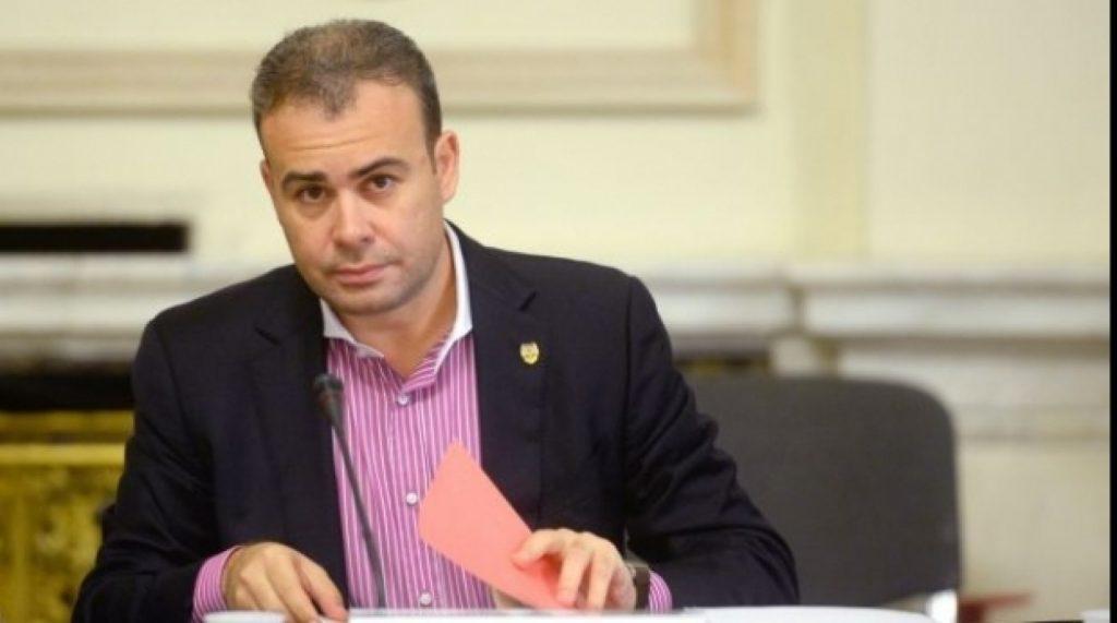 Darius Vâlcov urmărit penal Procurorii DIICOT au dispus începerea urmăririi penale pe numele lui Darius Vâlcov pentru săvârşirea infracţiunii de divulgare a secretului care periclitează securitatea naţională Vâlcov a picat testul poligraf