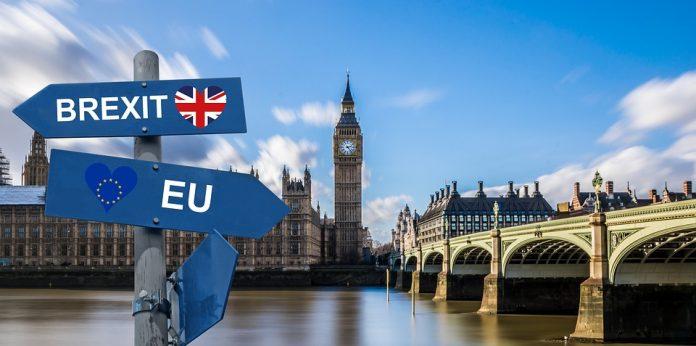 Românii vor intra pe teritoriul Marii Britanii pentru a munci, pentru studii sau pentru dezvoltarea propriei afaceri au nevoie de viză controale vamale mărfurilor acord brexit dur acordul brexit respins a treia oară