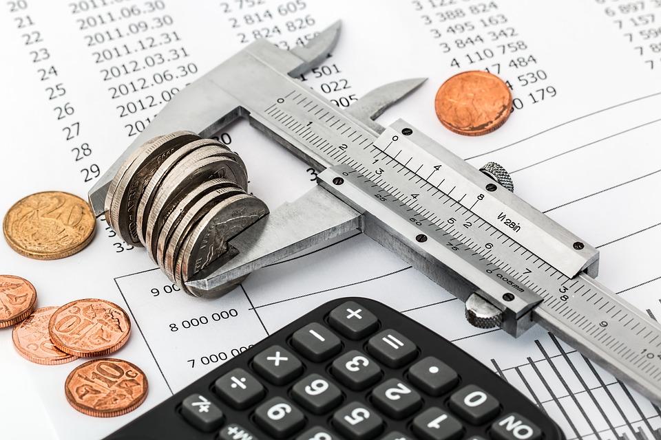 o nouă criză economică deficitul bugetar corecție serioasă bugetară economia romaniei Comisia Europeană a revizuit în scădere estimările privind creşterea economiei româneşti în acest an, ajungând la 3,3%