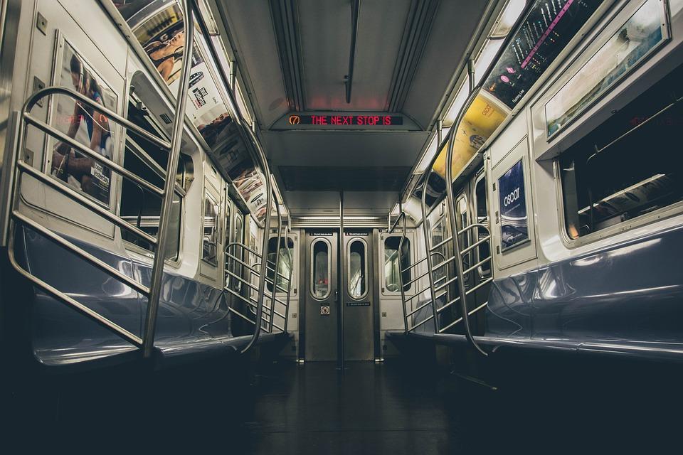 13 trenuri de metrou magistrala 5 de metrou