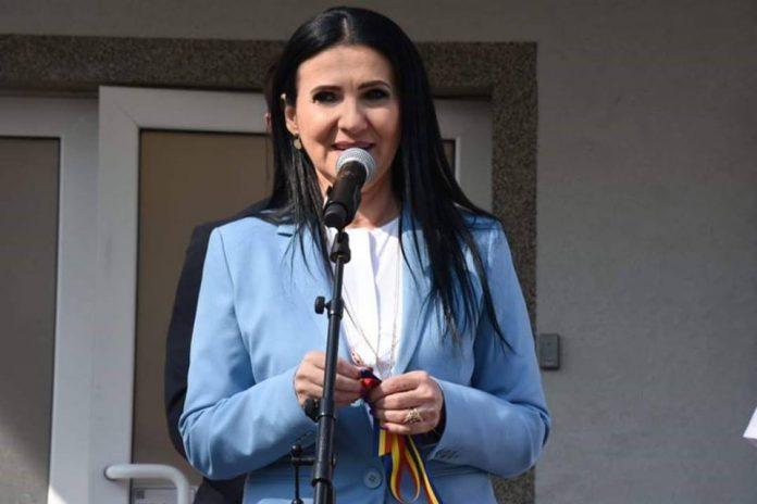 Dosarul de luare de mită al Sorinei Pintea Ministerul Sănătății interzice exportul de medicamente pentru cancer dar și pentru persoanele care tocmai au trecut printr-un transplant. Sorina Pintea și Gabriea Firea simulează că se preocupă de sănătatea românilor, deși una a avut pe mână cel mai mare buget din România masacrul de la psihiatrie pacienţi falşi Reforma în domeniul sănătății