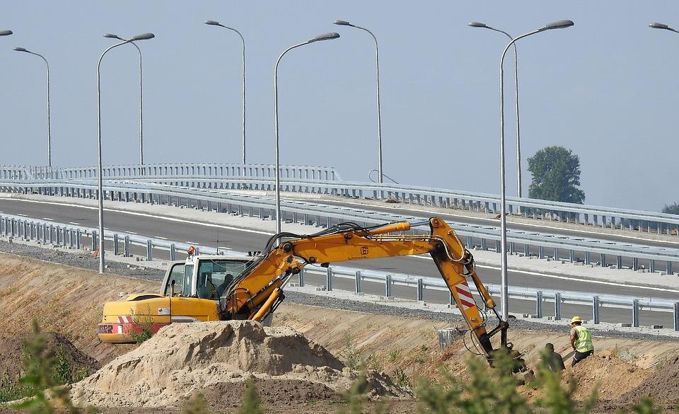 """patronate și sindicate Programul de guvernare al coaliției Autostrada Comarnic-Brașov enigmă Lotul 3 al Autostrăzii Lugoj-Deva Guvernul blochează lucrările Constructorul lotului 3 al Autostrăzii Lugoj-Deva contractul lotului 3 kilometrii de autostradă Cuc """"cântă"""" a pagubă și spune că statul are bani pentru autostrada Comarnic-Brașov pe care o va realiza cu bani de de la bugetul de stat autostradă cap-coadă Români are absorbția fondurilor europene la 29%, aproape de media europeană, care este de 31%, iar pentru asta Lotul II al autostrăzii Sebeș - Turda Varianta de Ocolire Satu Mare constructor autostrada"""