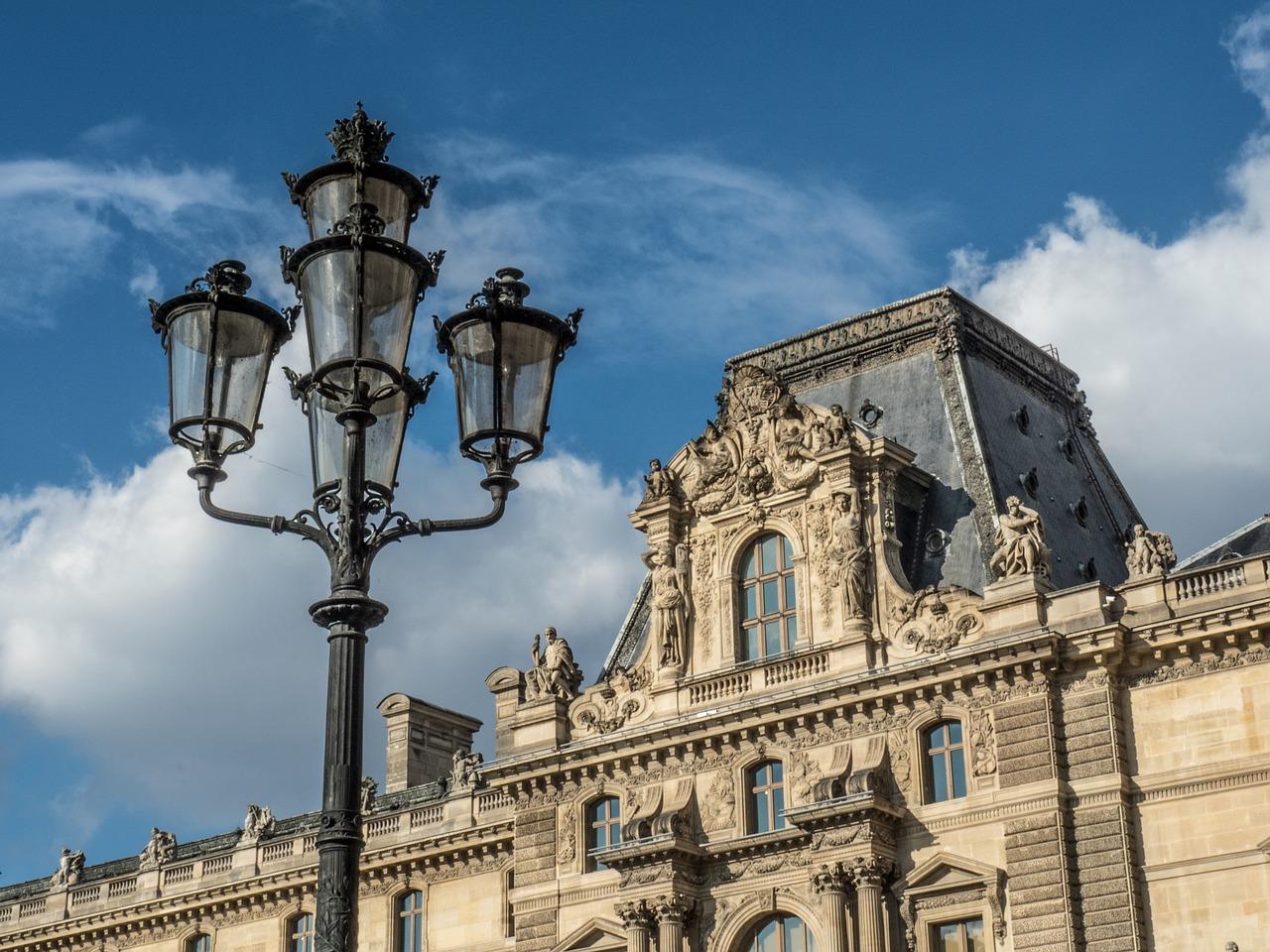 Unele contracte pentru serviciul de iluminat public nu sunt compatibile cu legislaţia din domeniu, potrivit Consiliului Concurenţei.