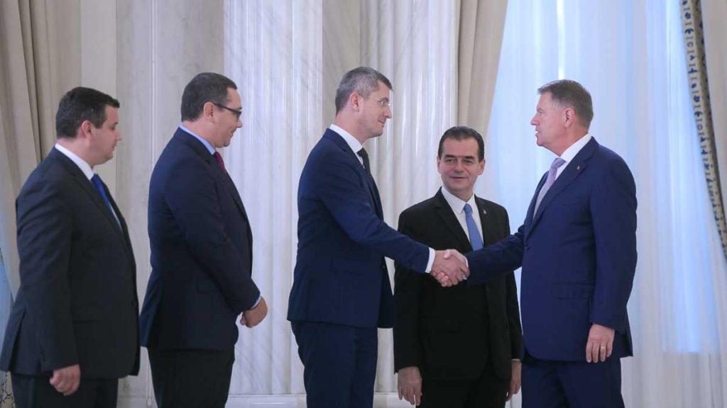 Preşedintele Klaus Iohannis a fost un pompier pentru momentele când casa a luat foc şi se prăbuşea, dar România are nevoie de un președinte full-time guvernare la mișto viitorul României dan barna