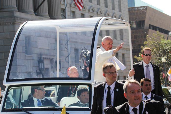 papa francisc iași papa francisc romania bogat