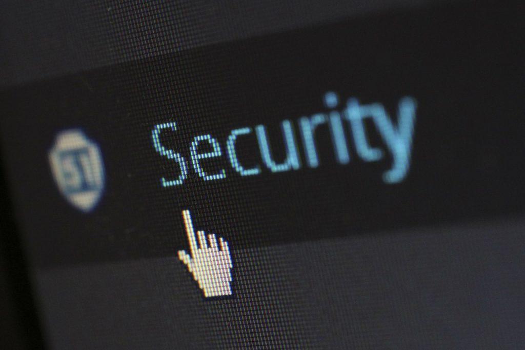 atac cibernetic Un atac informatic bazat pe această vulnerabilitate permite accesul la toate informațiile existente pe sistemul de operare, inclusiv parole Infractorii cibernetici