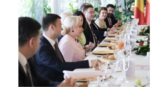 Premierul demis Viorica Dăncilă vrea să achite toate facturile pentru PNDL 1 şi PNDL 2, sperând să existe programe ca acestea și în viitoarea guvernare. Dăncilă vrea să incrimineze calomnia Un război PSD-ALDE a început între cele două formațiuni politice despărțindu-se astăzi după o colaborare de 3 ani. rectificare bugetară pozitivă lovitură de stat 10 august remaniere guvernamentală