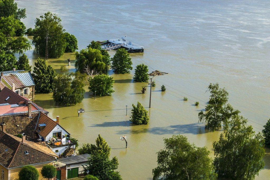 Ajutorarea românilor afectaţi de inundaţii