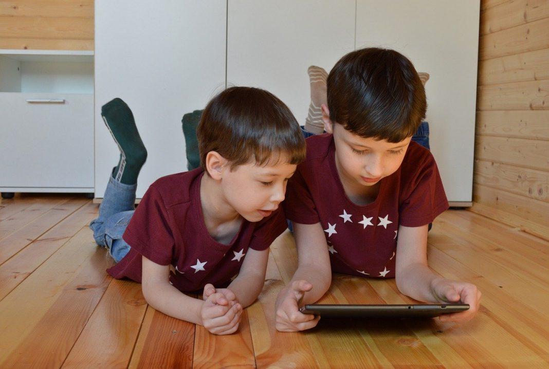 tablete elevi familii defavorizate
